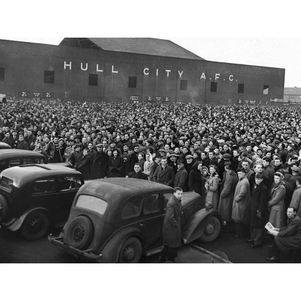 A488 Hull City v Manchester United Crowds 1949 40x30in Canvas Print