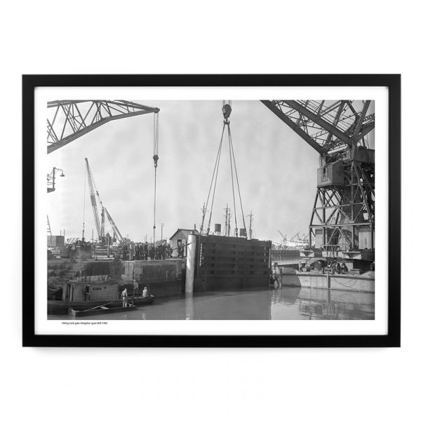 Fitting Lock Gates Hull Docks 1950