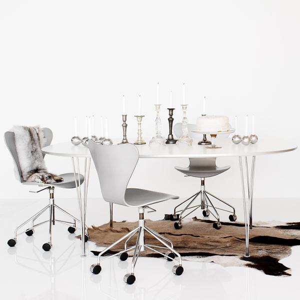 fritz hansen 3117 series 7 swivel chair lacquer. Black Bedroom Furniture Sets. Home Design Ideas